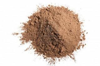 13529502-cacao-en-polvo-aislado-en-blanco